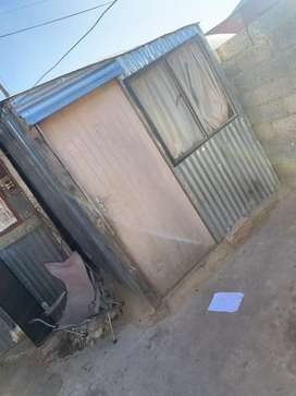 Selling Mkhukhu still in good condition 1room