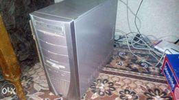Системный блок компьютер полностью рабочий в хорошем состоянии
