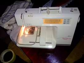 Bernina deco brennete 600 embroidery machine with one hoop and dusty
