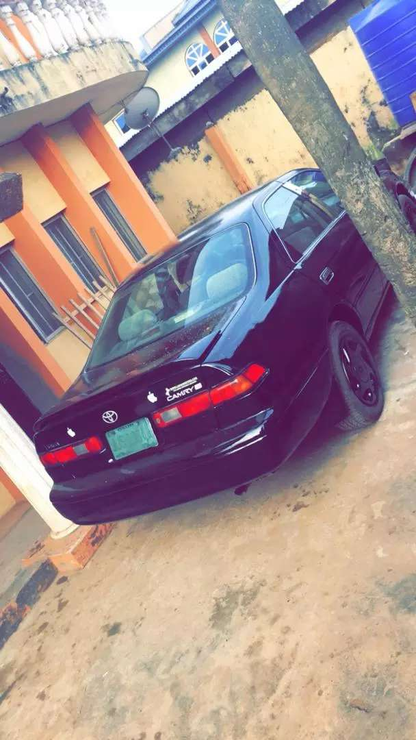 Clean and neat Nigeria used Toyota camry (tiny Light V6) available 0