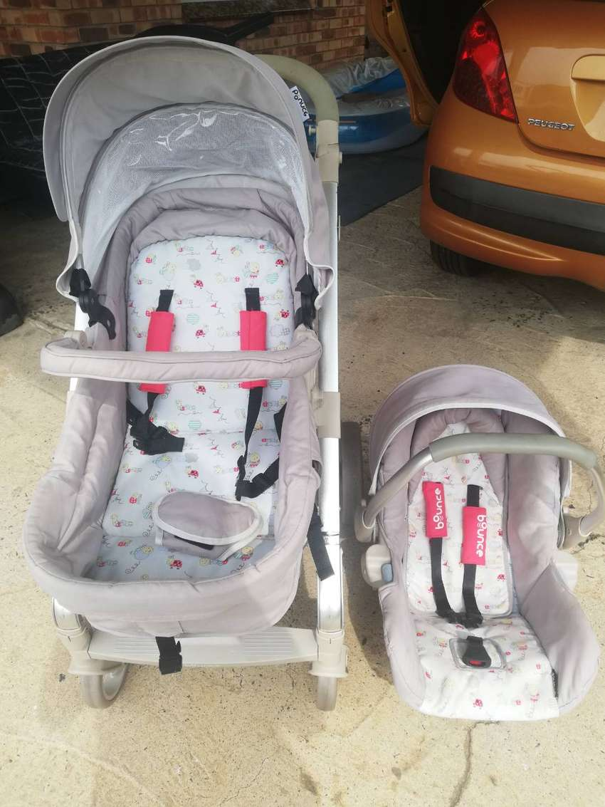 Bounce Pram and Baby Carrier / Car Seat 0