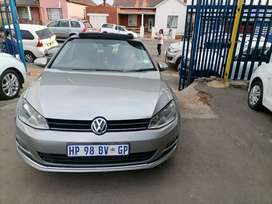 2013 Volkswagen Golf 7 2.0 TDI with a leather seat and sunroof Auto