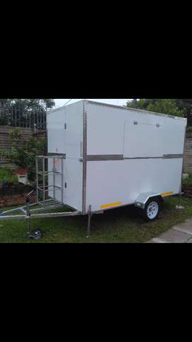 MOBILE KITCHENS / FOOD TRAILERS