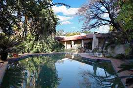 Large House & Garden (central Woodmead, Rivonia Bryanston area)