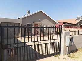 Beautiful family home in Ennerdale ext 13 (Price Reduced)