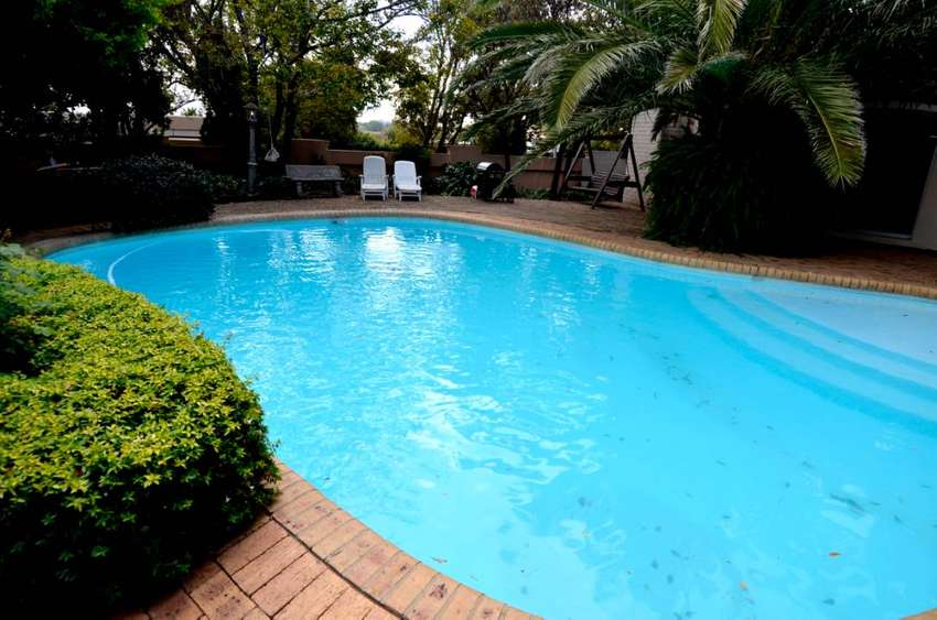 6 fully furnished self-catering units for sale