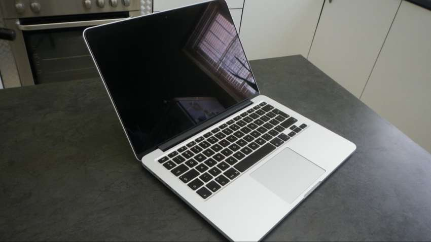 13 Inch Apple Macbook Pro with Retina - Core i5 - 8 GB Memory - 256 GB 0
