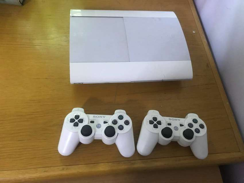 PS3 Super slim white 4 Games included 0