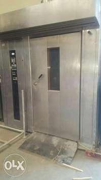 Walk in oven 120 load capacity,still in good working condition 0