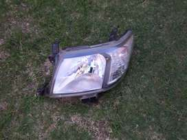 2010 TOYOTA HILUX LEFT FRONT HEAD LIGHT FOR SALE