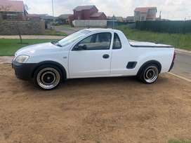 Opel utility bakkie base 1.4 2009 ,roller cover ,17 mags ,lowered
