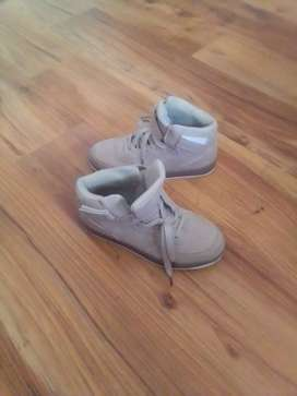 Tom Tom sneakers size 5