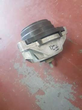 BMW F21 ENGINE MOUNTING