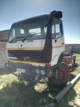 Stopnes Mercedes truck with papers no engine, no cap, chase only