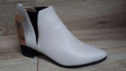 OKAZJA! Nowe buty- botki/ sztyblety ecru rozm.38