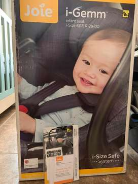 Joie i-Gemm car seat for R800.