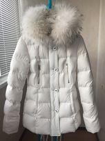 Белая пуховая куртка с объемным мехом Sea Wing