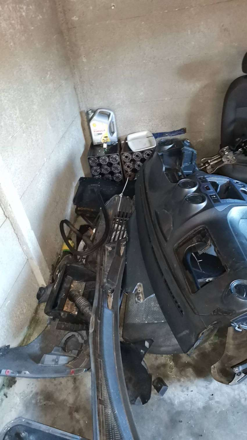 Ford figo 2013 engine Gearbox and all engine spares avialbale