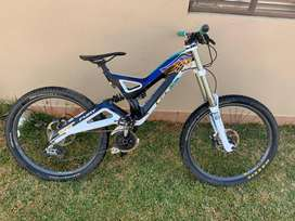 GT fury carbon downhill MTB