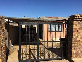 2 Bedroom House For sale in Mofolo South