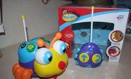 Развивающая игрушка на пульте управления Пчелка Joy toy