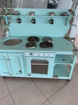 GIRLS KITCHEN STOVE AND SINK SET