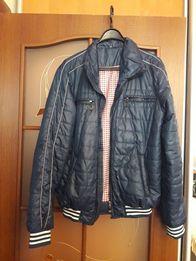 Продам демисезонную курточку (осень, весна)