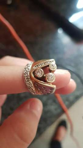9ct Gold and Diamant ring