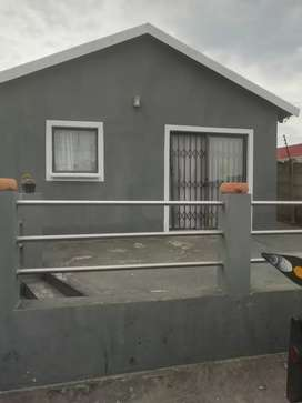 Open plan bachelor flatlet for rent. Available 1st December.