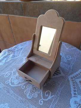 Craft little mirror and drawer to decorate