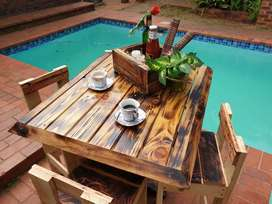 High coffee table with 4 chairs for indoor and outdoor use
