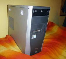 Obudowa komputerowa z czytnikiem kart pamięci i napędem DVD
