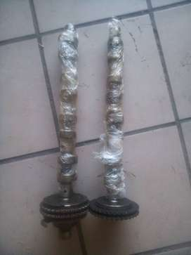 1999 SSANGYONG KORANDO 230 SET OF 2X CAMSHAFTS WITH GEARS.