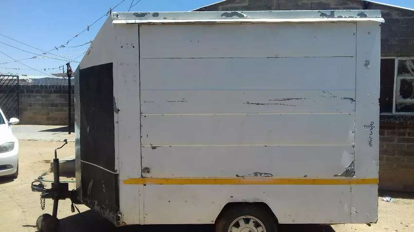 Trailer to sell food 0
