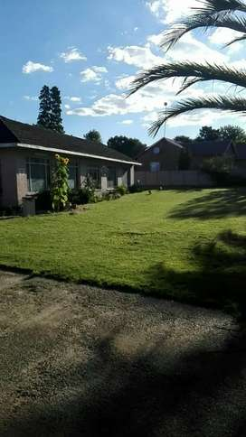 Beautifull 4 bedroom house with on suite flat for sale.