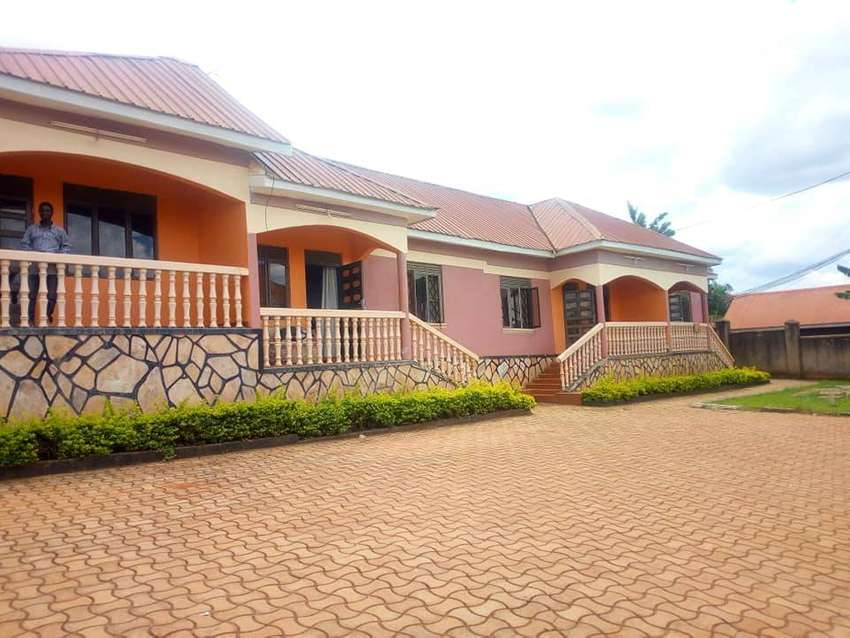 AMAIZING 2 BEDROOMS HOUSES FOR RENT IN KISASI AT 450K 0