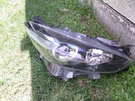 2019 MAZDA MAZDA3 RIGHT SIDE HEADLIGHT FOR SALE