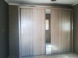Wall to wall wardrobe for sale hi