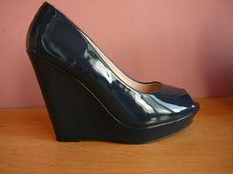 женские Туфли темно синие 38 размер ( стелька -25 см )