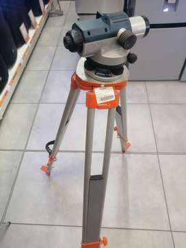 BOSCH GOL26D DUMPING LEVEL WITH TRIPOD AND RULER
