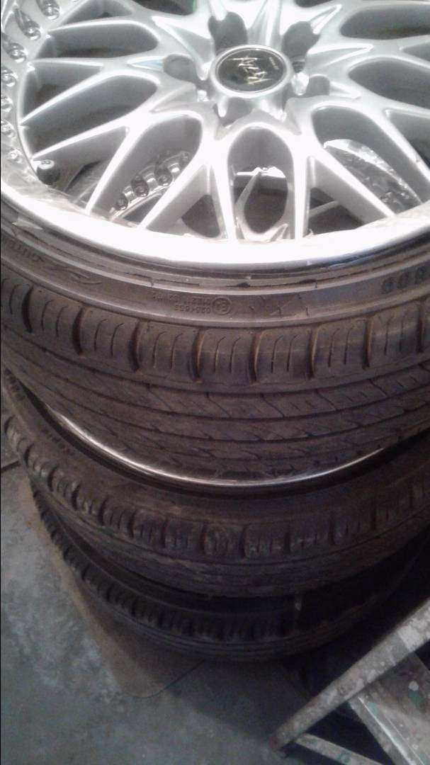 18INCH REZAX MAGS WITH NEW TYRES 0