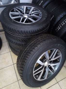 """18"""" Toyota Hilux/Fortuner mags with brand new 265/60/18 Dunlop R14500"""