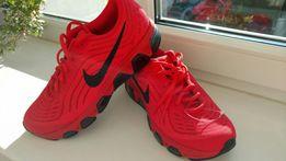 Очень красивые кроссовки Nike 39р.