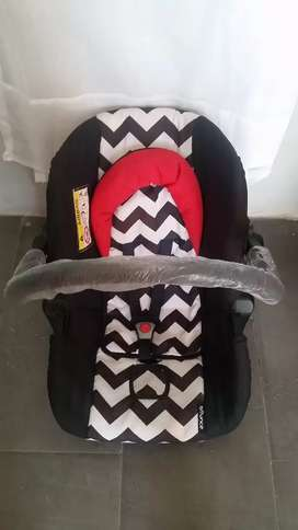 Baby car seat with airbag