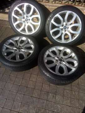Range rover Evoque Mag wheels and tyres for sale size 20inch
