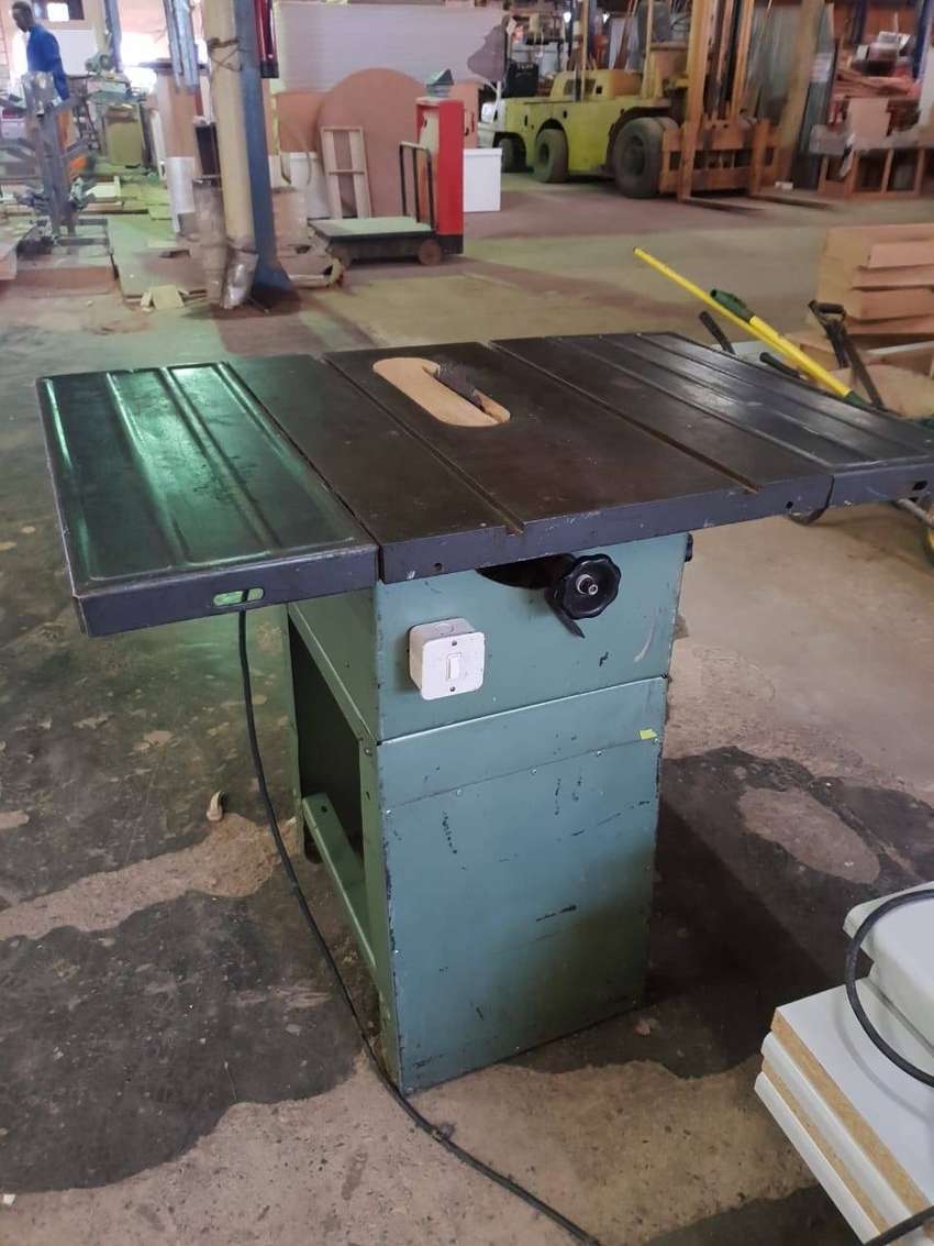 TABLE ARBOUR SAW 220 V 0