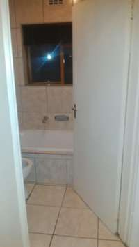 Image of room to rent in parow valley for only singles