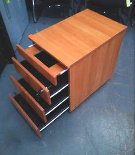 Mobile pedestal / 3drawers/ 1 pencil tray