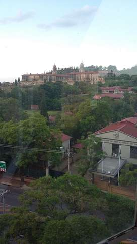 Spacious Bachelor Flat with stunning views of the Union Buildings