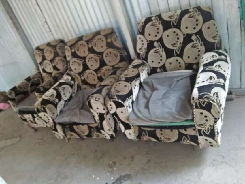 9 seater couch Quick Sale 0